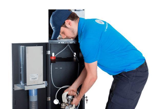 Instalacja dystrybutora filtrującego wodę